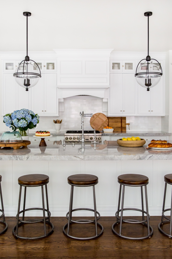 Light Low Maintenance Countertops with Colorful Centerpieces
